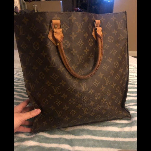 Louis Vuitton Handbags - Louis Vuitton Sac plat handbag Gm